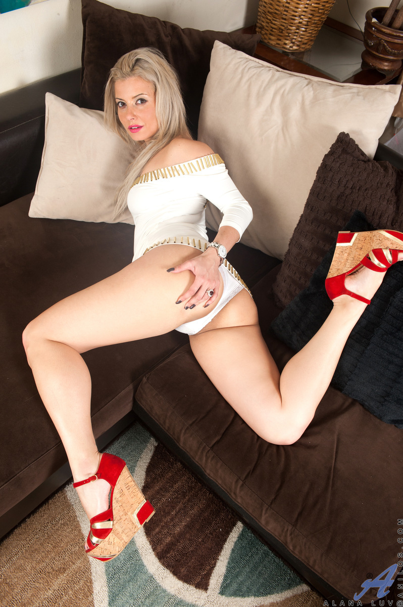 image Alana luv is a hot new york milf