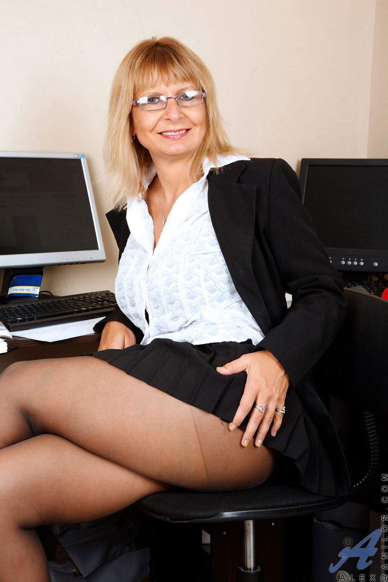 hot nude pics of business women