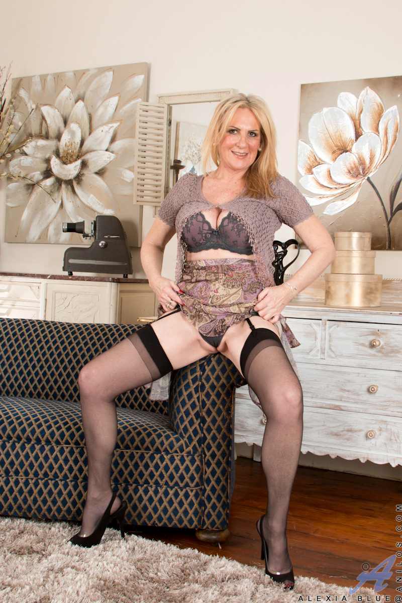 a mature blond poser from svet