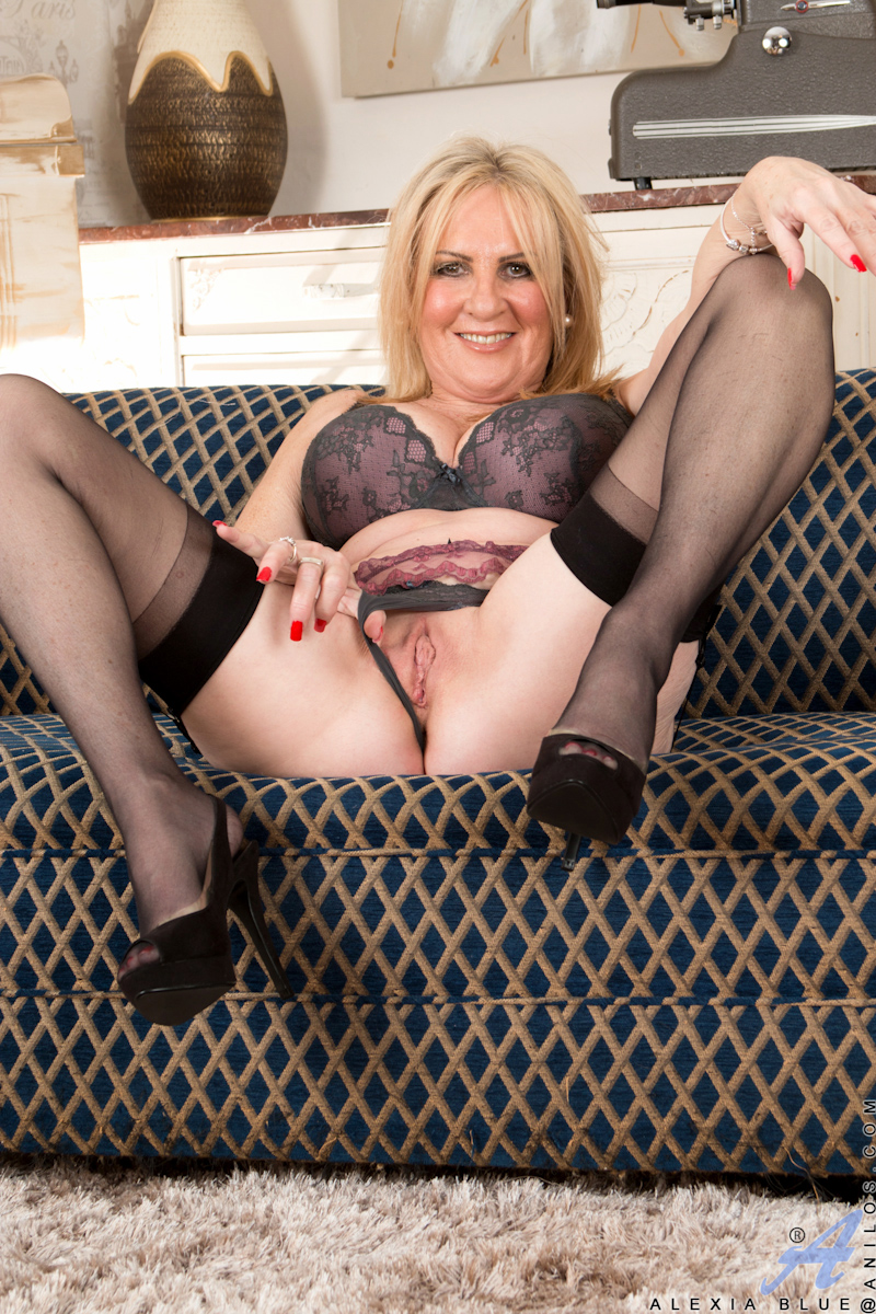 a mature blond in lingerie from sveto