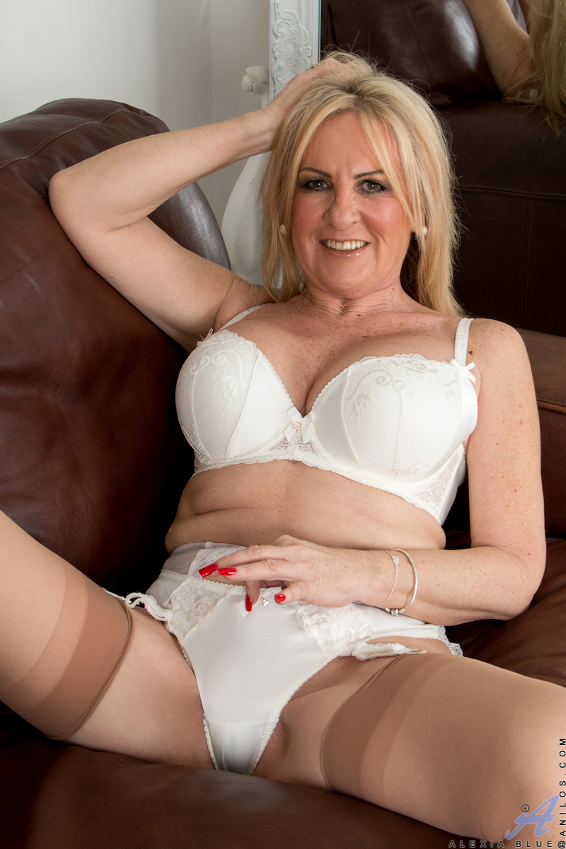 40 plus milf loves to fuck 4