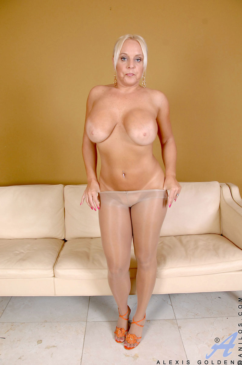 sexy Mature nurten looking for big strong