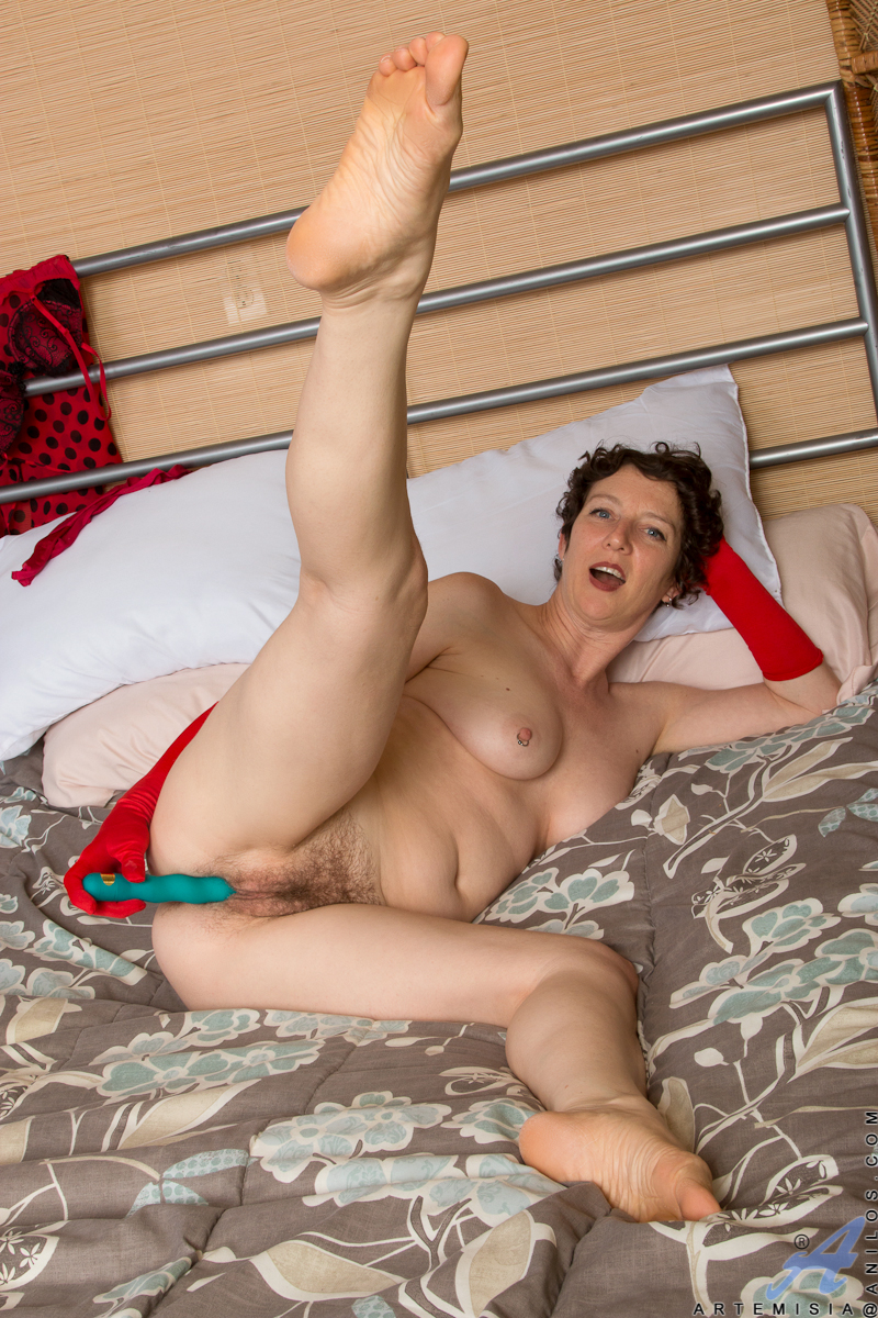 cougar pussy and feet