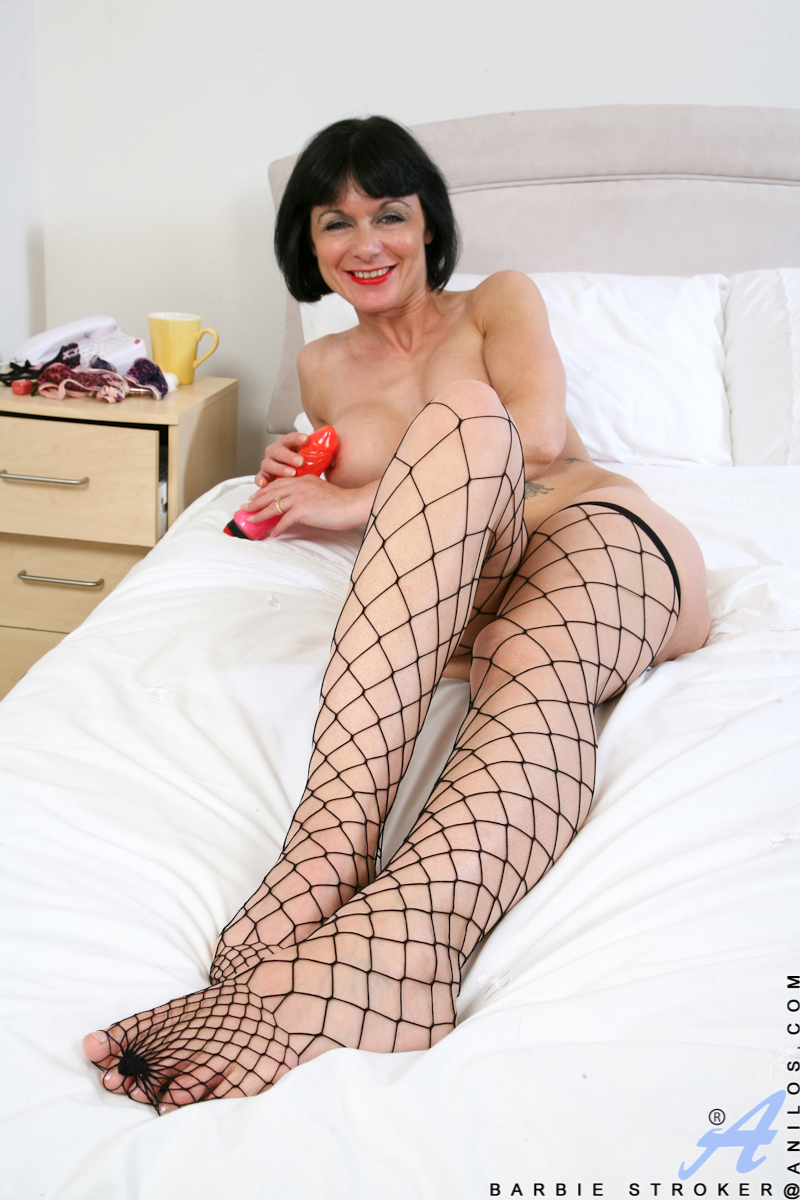 Anilos.com Barbie stroker - Elegant mature lady loves to show off her titties