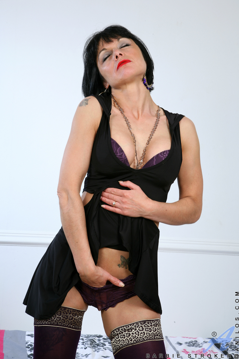 Anilos.com Barbie stroker - Gorgeous Anilos babe loves her purple vibrator