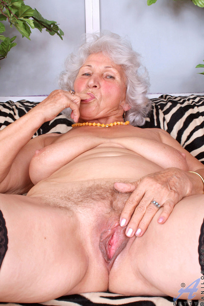 busty anilos granny sucks her fingers and dips them deep within her