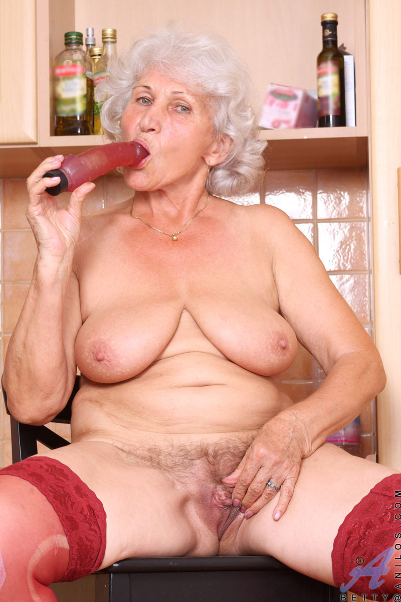 image Old grandma takes a pussy pounding on the couch