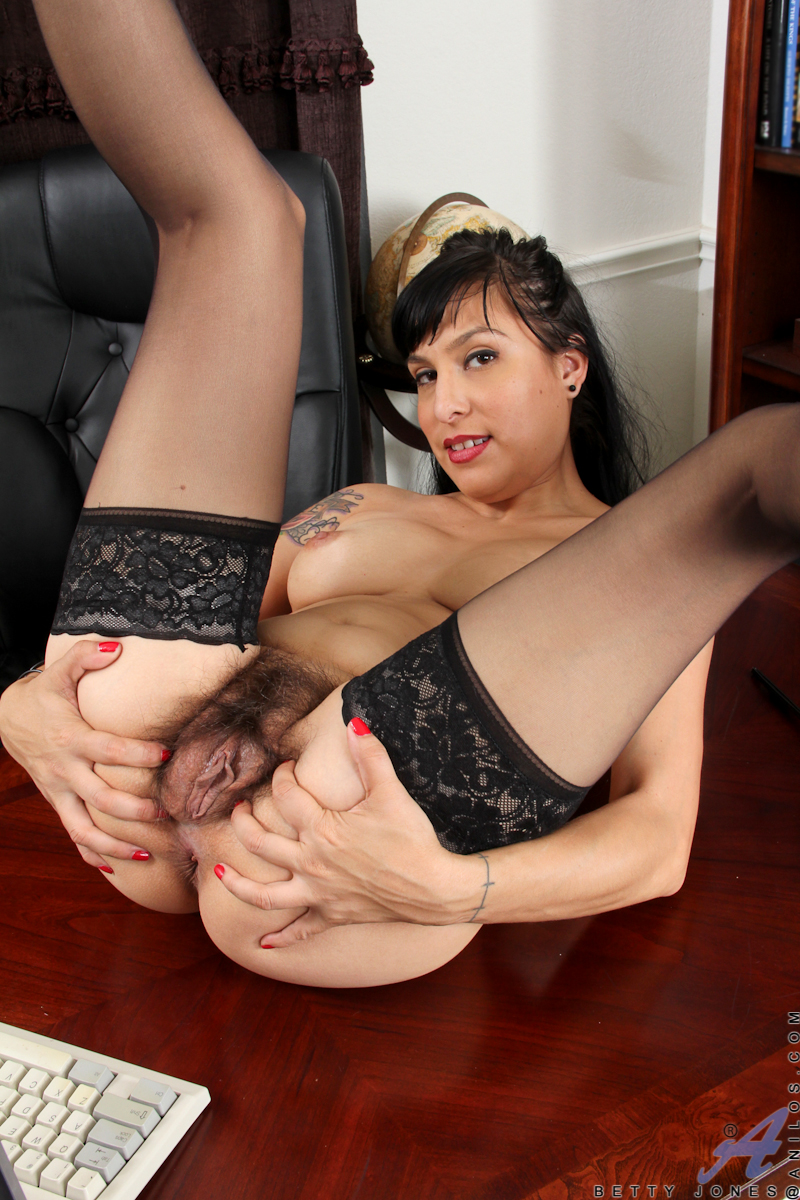 Skinny milf betty blaze gets all naughty at the office 8