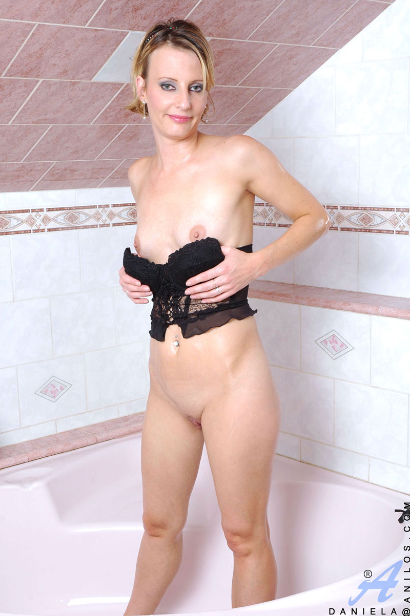 anilos - daniela bathroom nudity gallery 2
