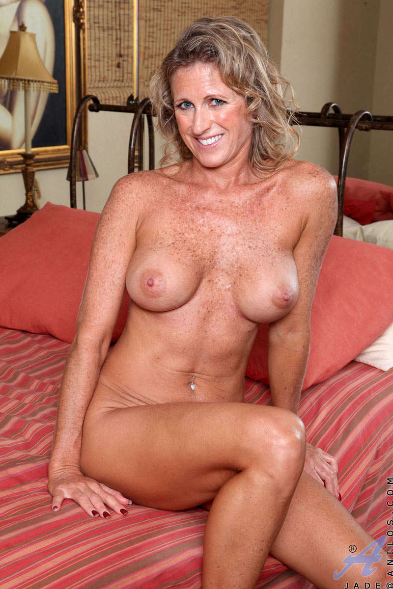Screaming milf torture