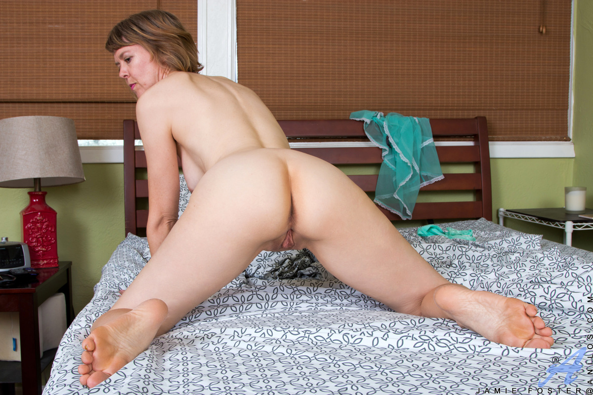 Anilos.com - Jamie Foster: Spread And Tease