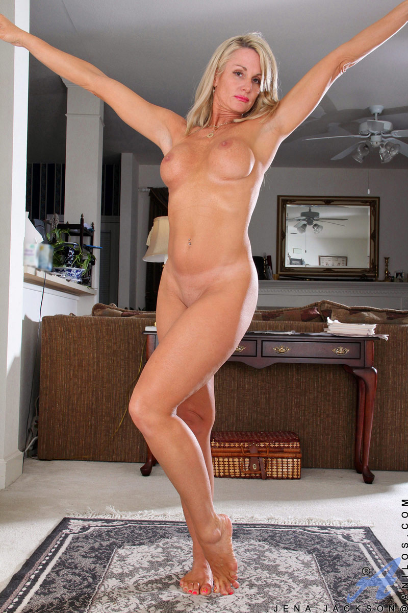 Cougar woman nude