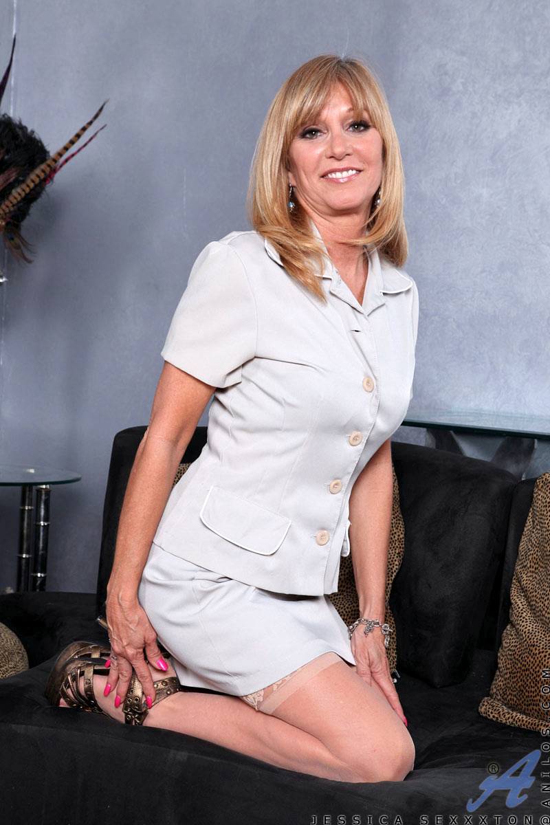 samantha milf women Daily updated mature women and milf galleries olderwomencom creators of auntjudyscom are glad to make you surprised with the new porn resource: older women presenting the steamiest and most electric 30+ erotic babes, we remind that as the saying goes: forty years old her tale is told, ladies of forty five start them again.