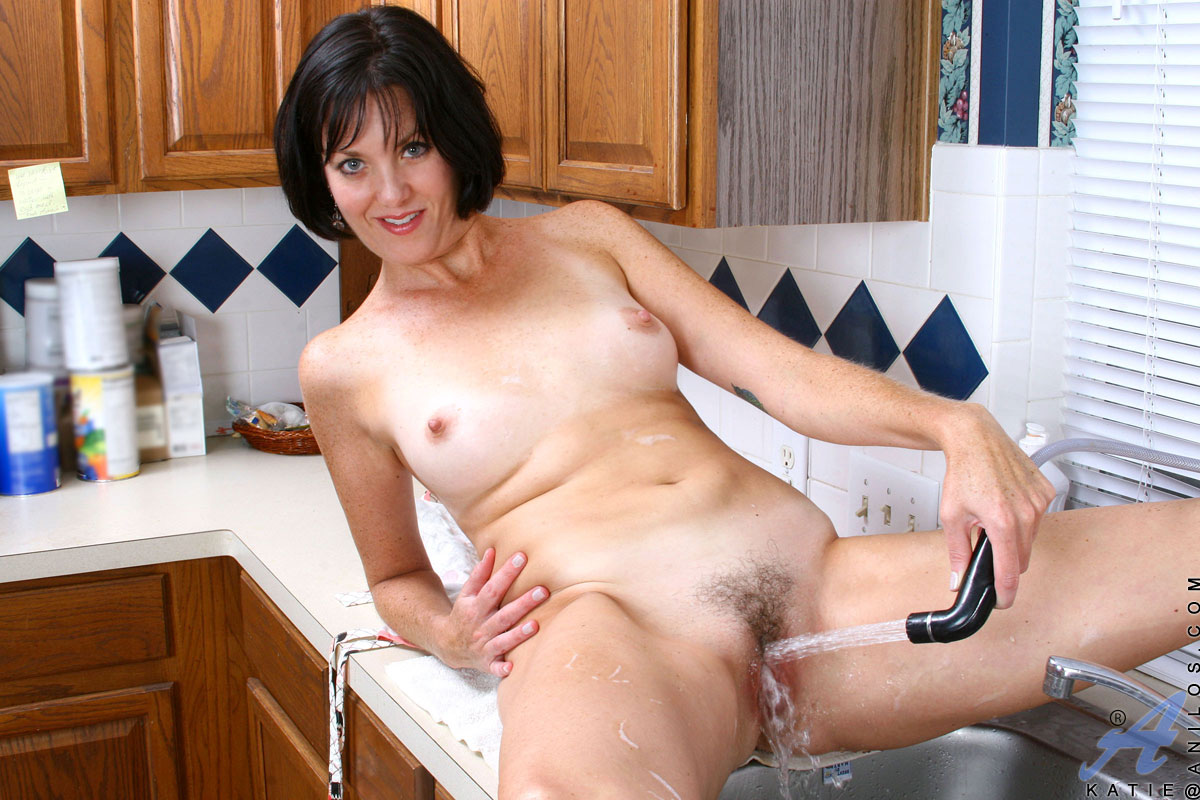 housewife pussy mom milf