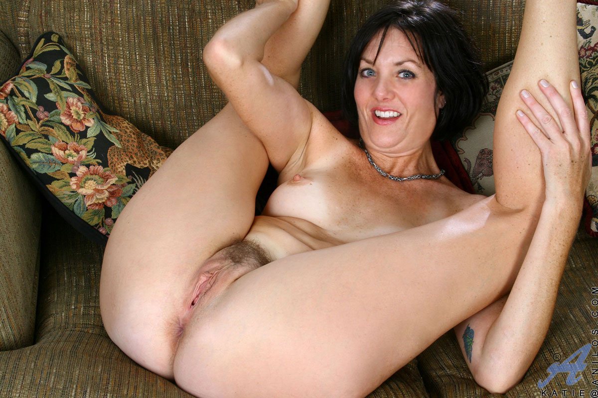 Mature mom fingering herself