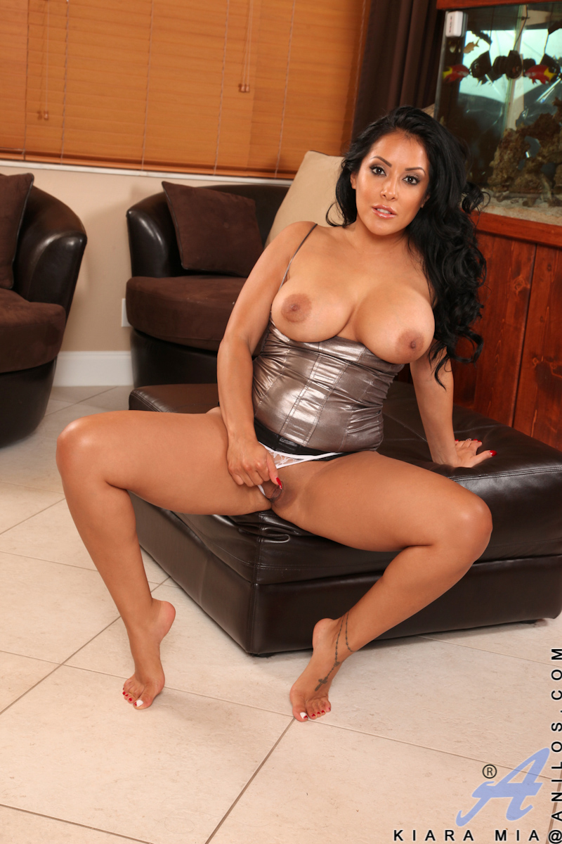 Anilos.com Kiara mia - Kiara Mia strips naked and moans in great pleasure while she fondles her Anilos assets