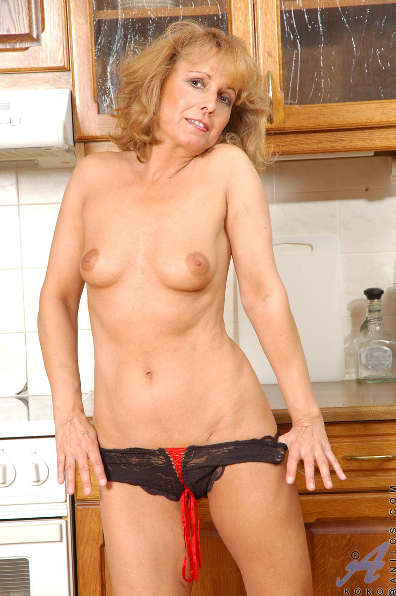 Apologise, amateur blonde milf spread think, that