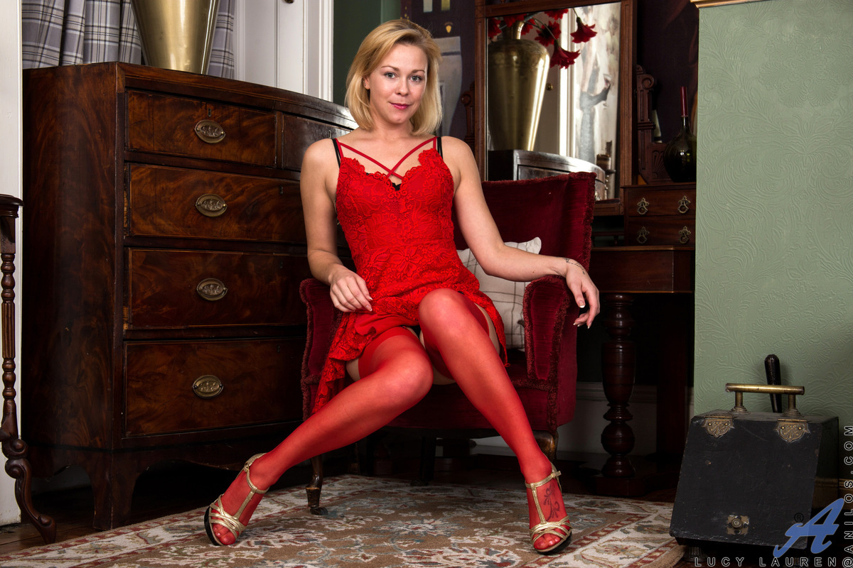 Anilos.com - Lucy Lauren: Little Red Dress