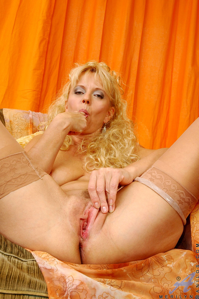 Over 50 milf merilyn works her mature pussy Part 7 6