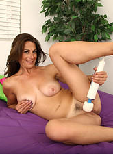 Housewife sex - Mimi Moore