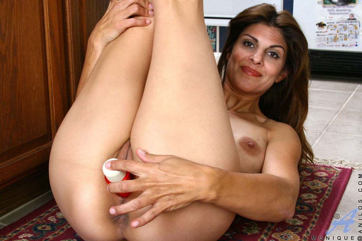 Brunette milf and the printer guy 9