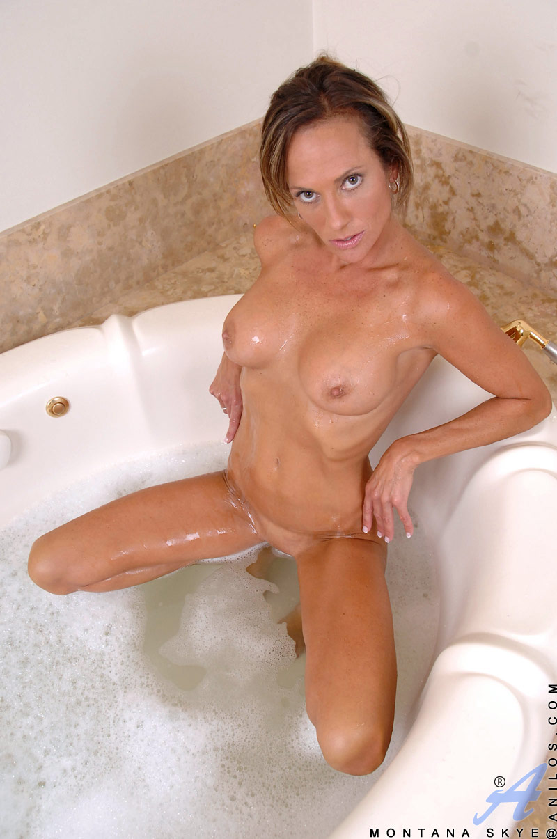 Erotic bathtub photos porn congratulate