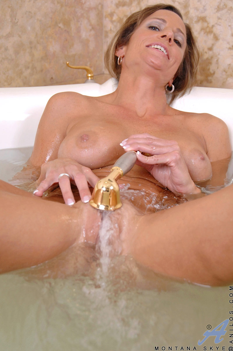naked-women-masturbating-in-shower