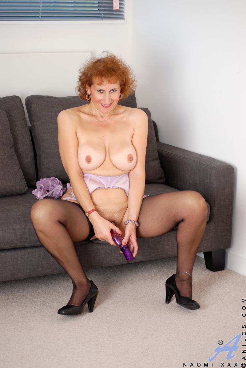 Sultry granny with hairy pussy gets her gspot rubbed
