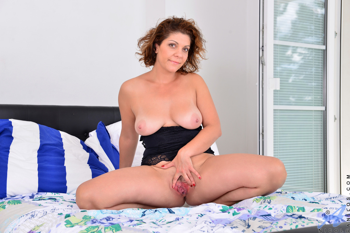 Anilos.com - Nicol: Natural Tits