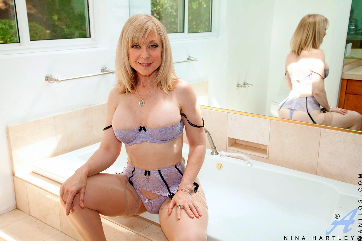 a cougar in the tub from vicky