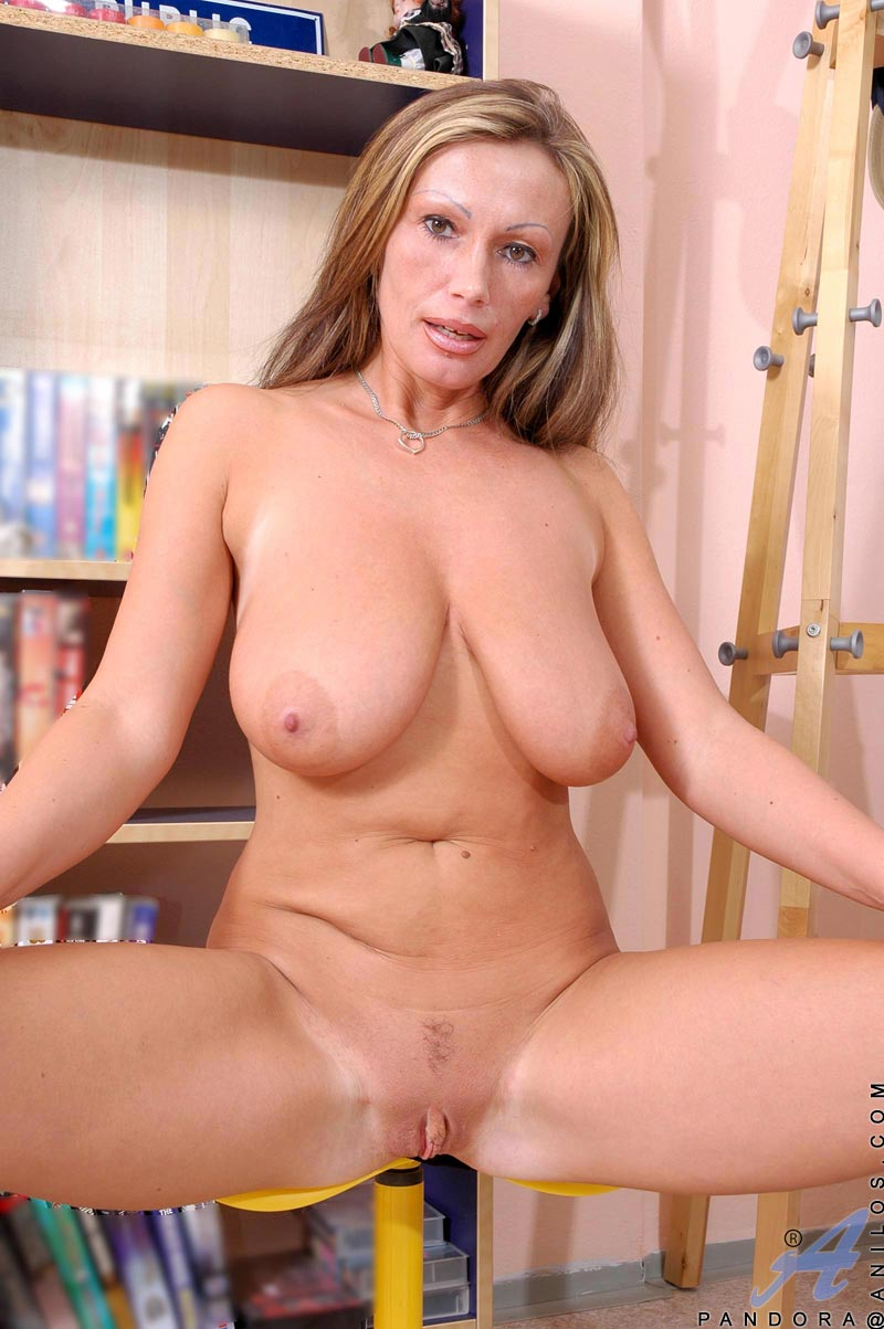 Mature milf and her duddy chop shop owner