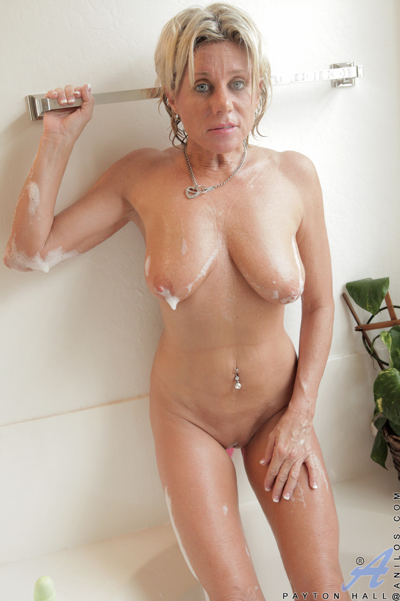 my fat blonde mom nude