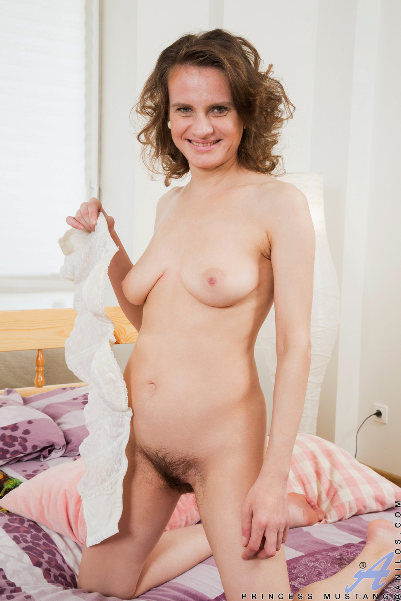 Anilos.com - Princess Mustang: Mature Spinner