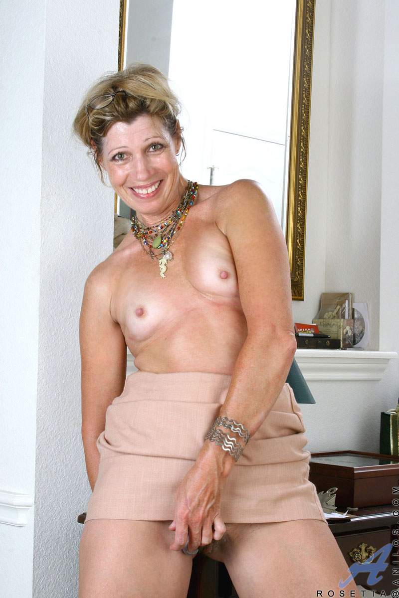 Mature woman home porn photo