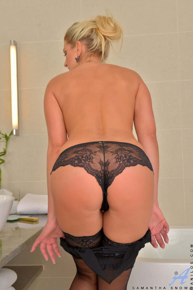 About hot blonde milf panties