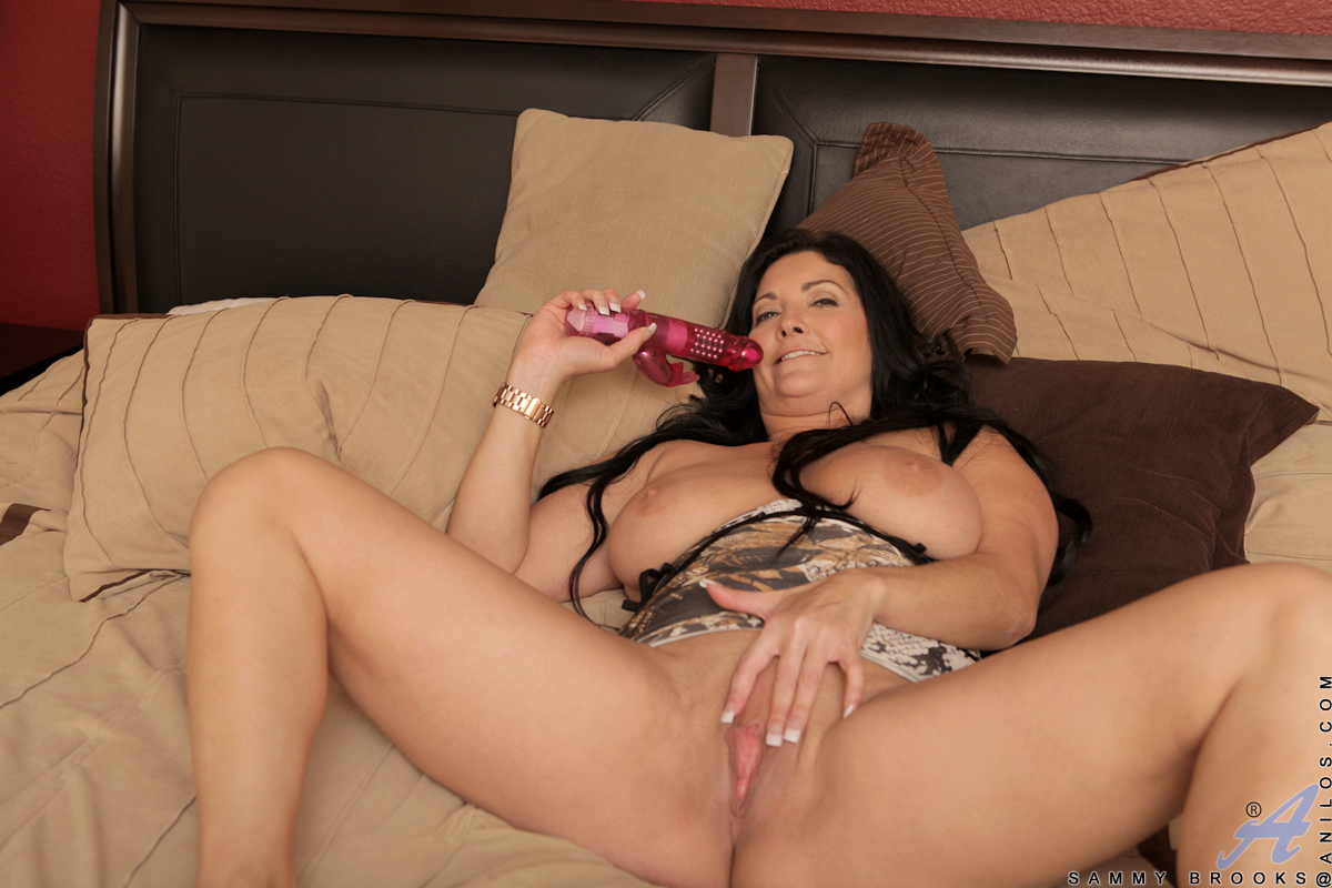 Curvy milf sammy brooks fucks herself with a toy 9