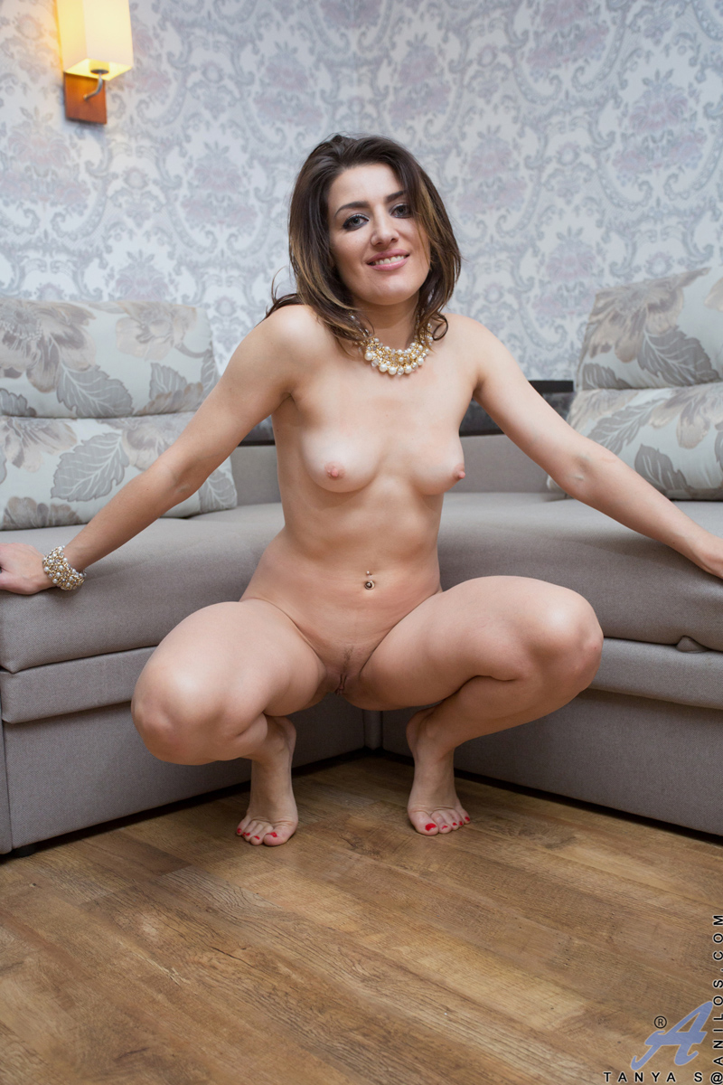 Hot brunette can handle two dicks like a pro 8