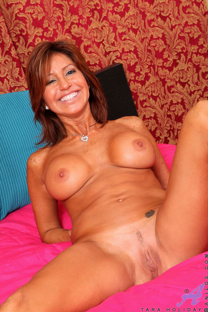 Mature tara holiday milf