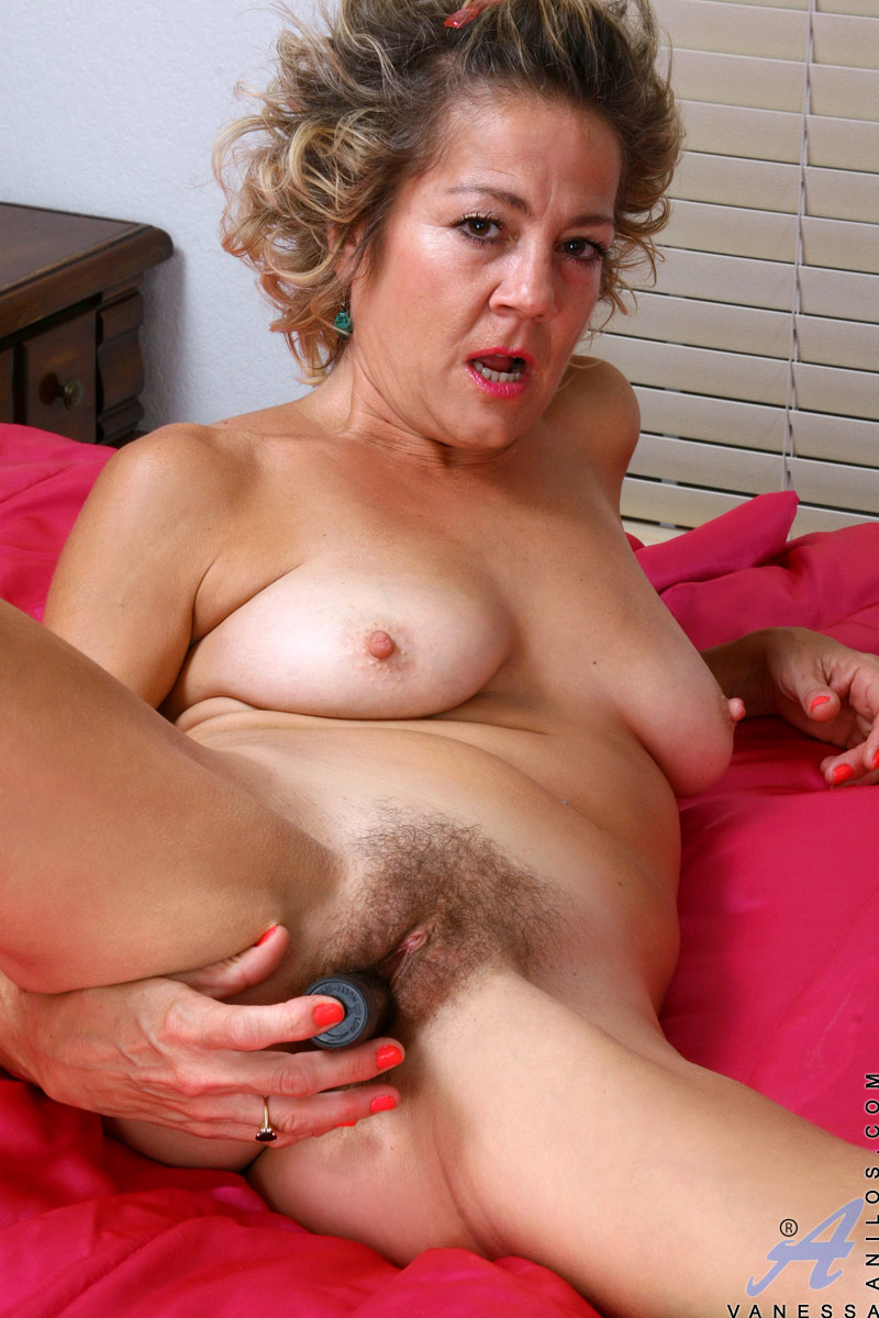 Austin kincaid horny milf fucks neighbour