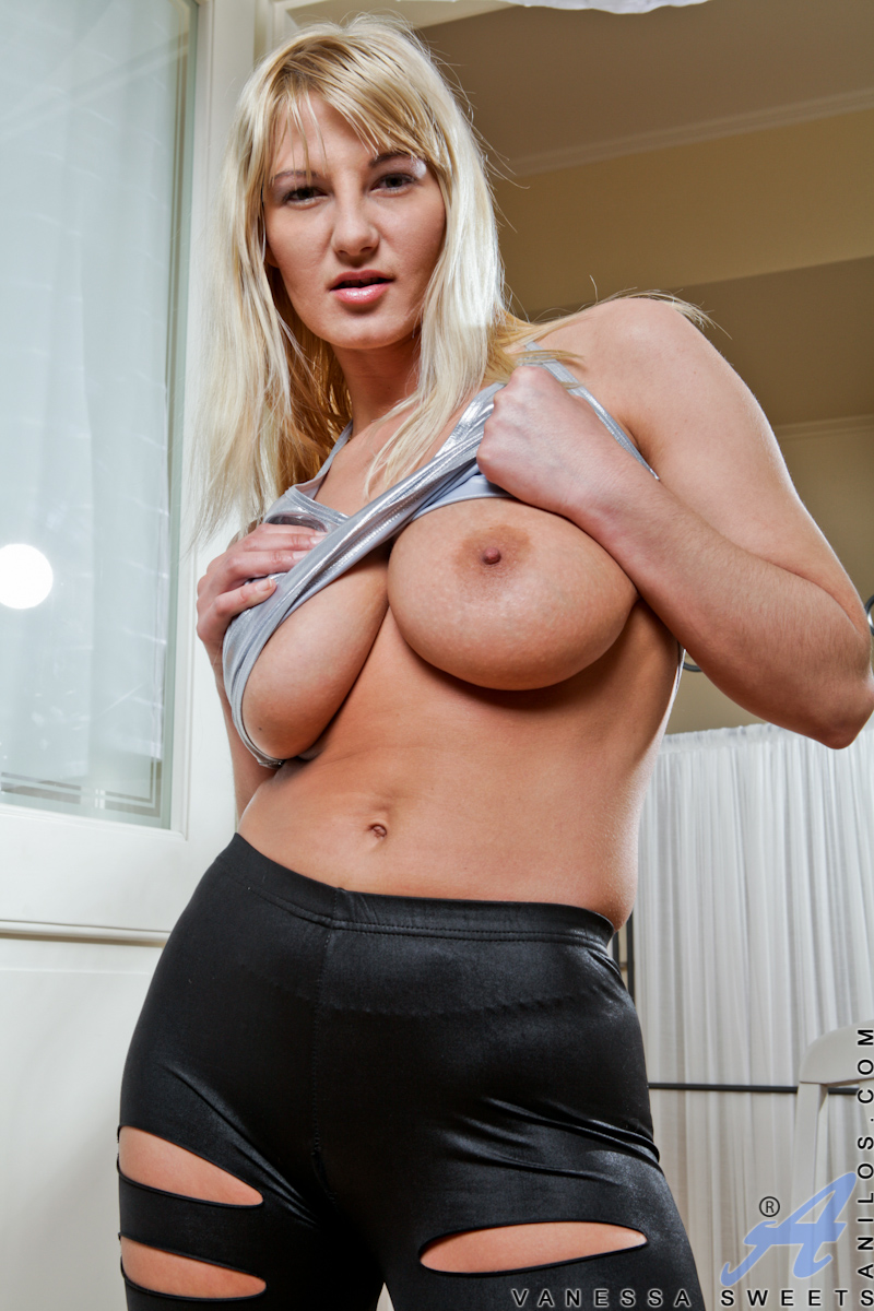 free nude cougar thumbnails