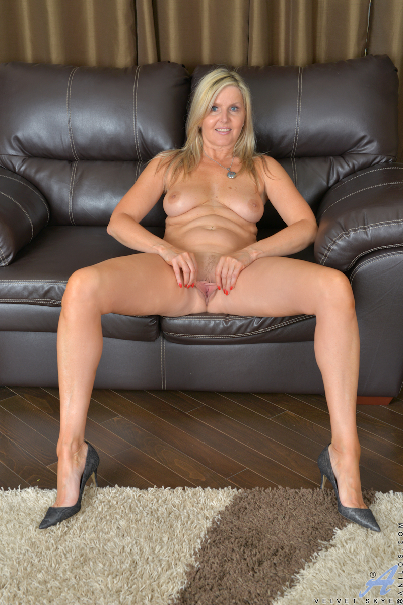 Blond milf movies