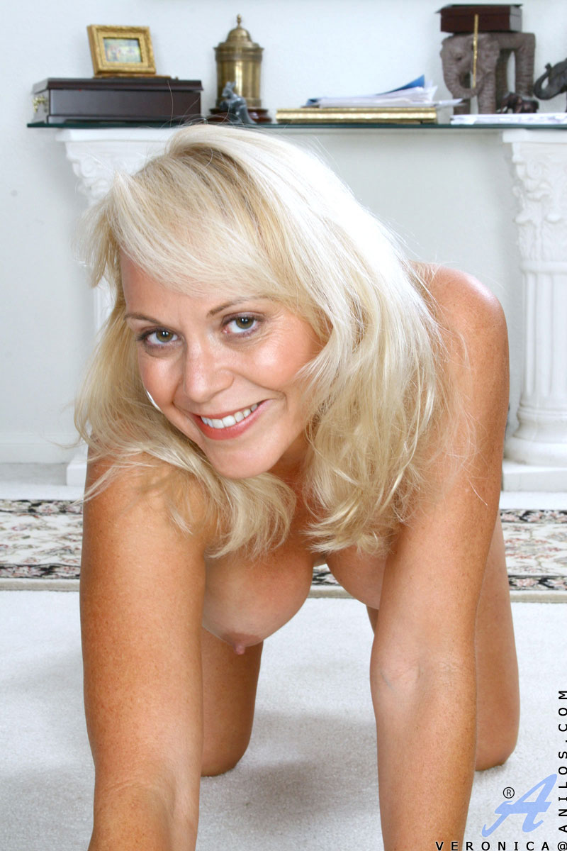 Have mature blonde cougar veronica