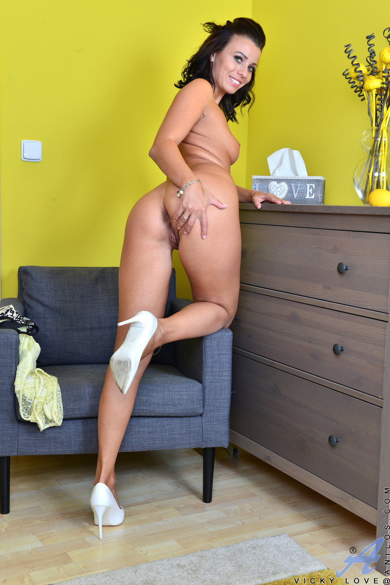 Anilos.com - Vicky Love: Touch And Tease