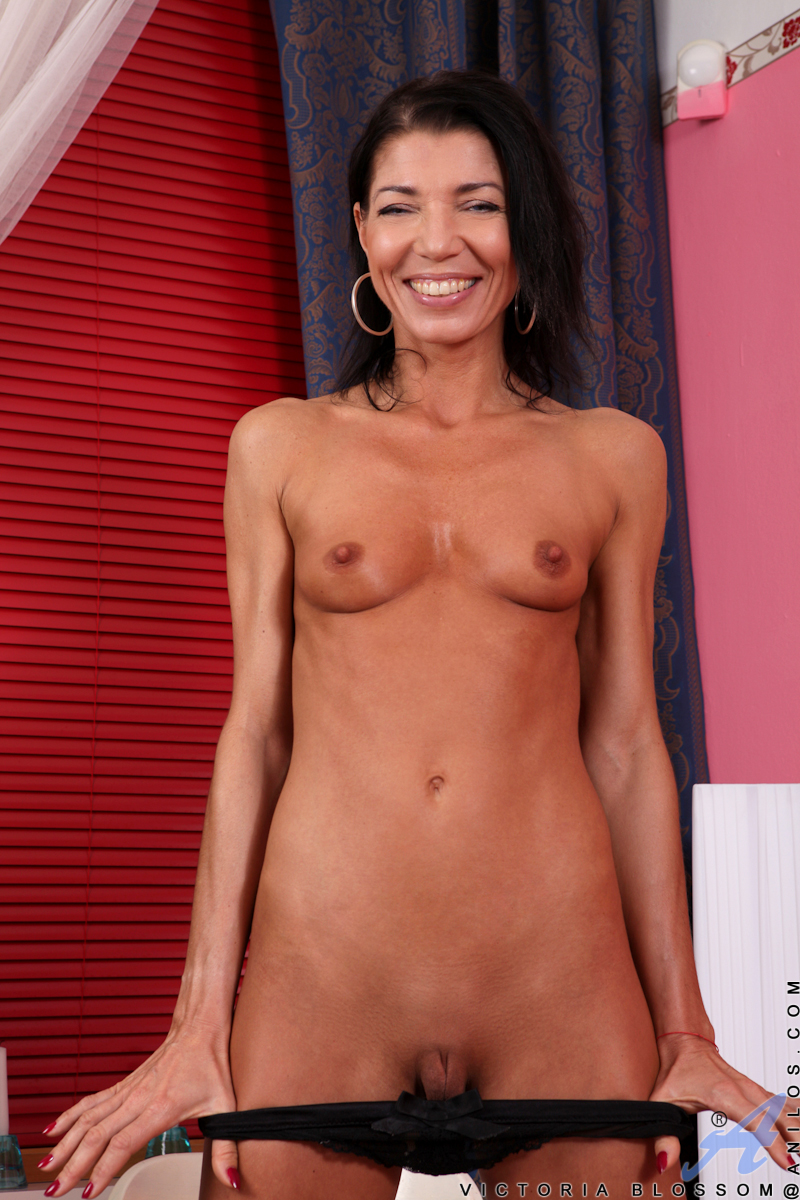 sexy fit older women naked