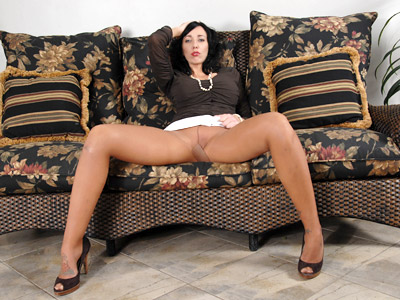 Natural milf with big scones plays with her pussy on the couch