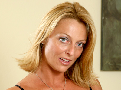 Desirable milf sweetheart Brenda James tortures her swollen clit with a purple vibrator