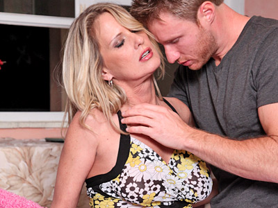 Anilos Bridgette Lee takes an orgasmic tread on a hard cock