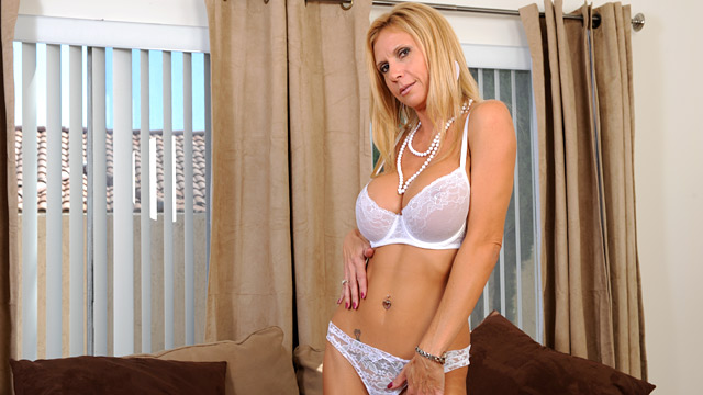 Brooke Tyler mature women video from Anilos