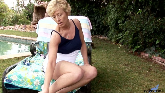 Classic cougar beauty Chanel fucks her pussy with a vibe outdoors
