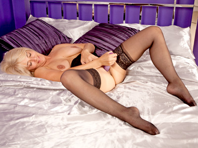 Shapely blonde housewife masturbates while hubby is awayvideo